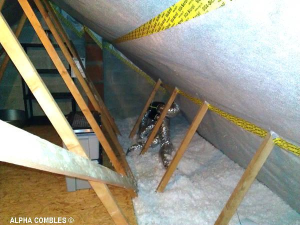 La pose de ventilation et l'isolation des combles grâce à des isolants